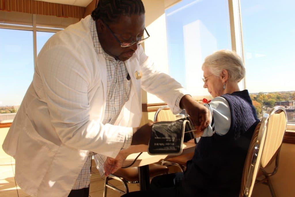 a propos de nos résidences pour personnes âgées partout au Québec avec une accessibilité aux soins 24h sur 24 tous les jours